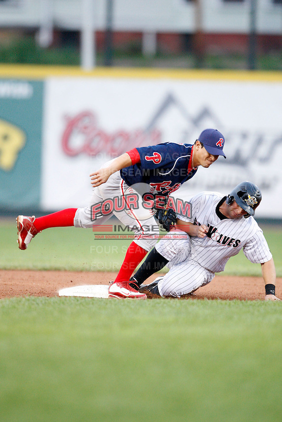 August 1, 2009:  Second Baseman Carlos Leon of the Reading Phillies during a game at Jerry Uht Park in Erie, PA.  Reading is the Eastern League Double-A affiliate of the Philadelphia Phillies.  Photo By Mike Janes/Four Seam Images