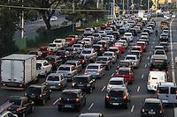 SAO PAULO, SP, 02/05/2014, TRANSITO. A Av Tiradentes no bairro do Bom Retiro apresenta transito intenso na manha dessa sexta-feira (2), devido a obras realizadas pela prefeitura no Tunel do Anhagabau.   LUIZ GUARNIERI/BRAZIL PHOTO PRESS.