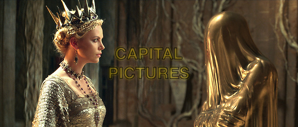 CHARLIZE THERON.in Snow White and the Huntsman.*Filmstill - Editorial Use Only*.CAP/FB.Supplied by Capital Pictures.