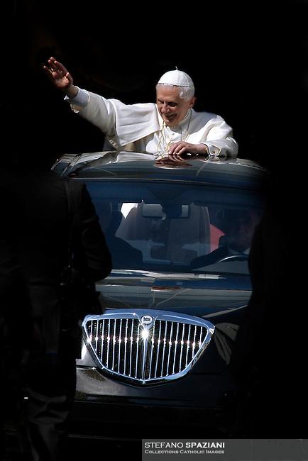 Pope Benedict XVI in Car Pope 26/03/2006.. .
