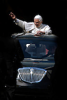 Pope Benedict XVI in Car Pope 26/03/2006.. .