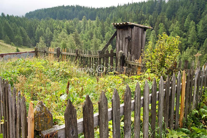 France, Rhône-Alpes, Savoie (73), Sainte-Foy-Tarentaise, l'Échaillon, vestiges d'un potager de montagne // France, Rhône-Alpes, Savoie, Sainte-Foy-Tarentaise, l'Echaillon, the remains of a kitchen garden in mountain.
