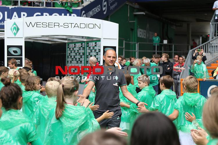 25.07.2015, Weser-Stadion, Bremen, GER, 1.FBL, Tag der Fans Werder Bremen Spielervorstellung<br /> <br /> im Bild<br /> Viktor Skripnik (Trainer Werder Bremen) <br /> <br /> Foto &copy; nordphoto / Ewert