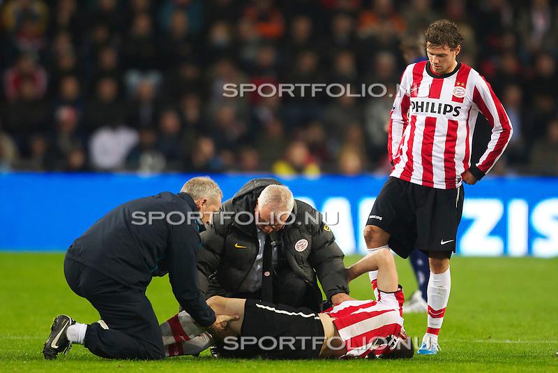 Nederland, 30 oktober 2010.Eredivisie.Seizoen 2010-2011.PSV-FC Twente (0-1).Erik Pieters van PSV ligt op het veld met een blessure vaan het been