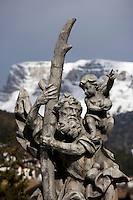 Europe/Italie/Trentin Haut-Adige/Dolomites/Val-Gardena/Ortiséi : Sculpture sur bois du Val Gardena