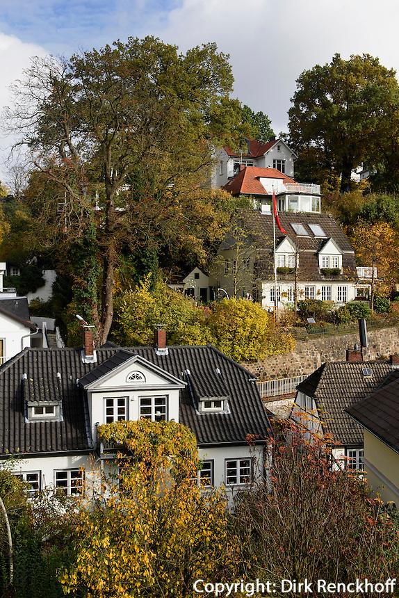 Herbstlaub im Treppenviertel, Hamburg-Blankenese, Deutschland, Europa<br /> Indian summer in Hamburg-Blankenese, Germany