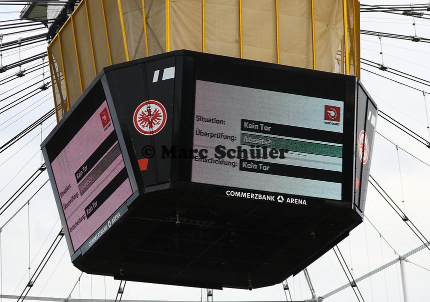 Videobeweis in der Commerzbank Arena in der Nachspielzeit - 18.08.2019: Eintracht Frankfurt vs. TSG 1899 Hoffenheim, Commerzbank Arena, 1. Spieltag Saison 2019/20 DISCLAIMER: DFL regulations prohibit any use of photographs as image sequences and/or quasi-video.