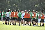 FBL 09/10 Traininglager  Werder Bremen Norderney 2007 Day 02<br /> <br /> Training Samstag nachmittag<br /> <br /> Abschlussbesprechnung von Thomas Schaaf ( Bremen GER - Trainer  COACH) an seine Mannschaft nach dem Training<br /> <br /> Foto &copy; nph (nordphoto)