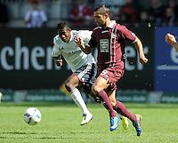 FUSSBALL   1. BUNDESLIGA  SAISON 2011/2012   4. Spieltag 1. FC Kaiserslautern - FC Bayern Muenchen         27.08.2011 David Alaba (li, FC Bayern Muenchen) gegen Itay Shechter (re, 1. FC Kaiserslautern)