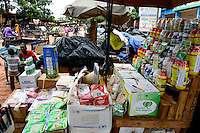 BURKINA FASO, Bobo Dioulasso, market, sale of pesticides, fertilizer, seeds / Marktstand mit Pestiziden, Herbiziden, Dünger, Saatgut