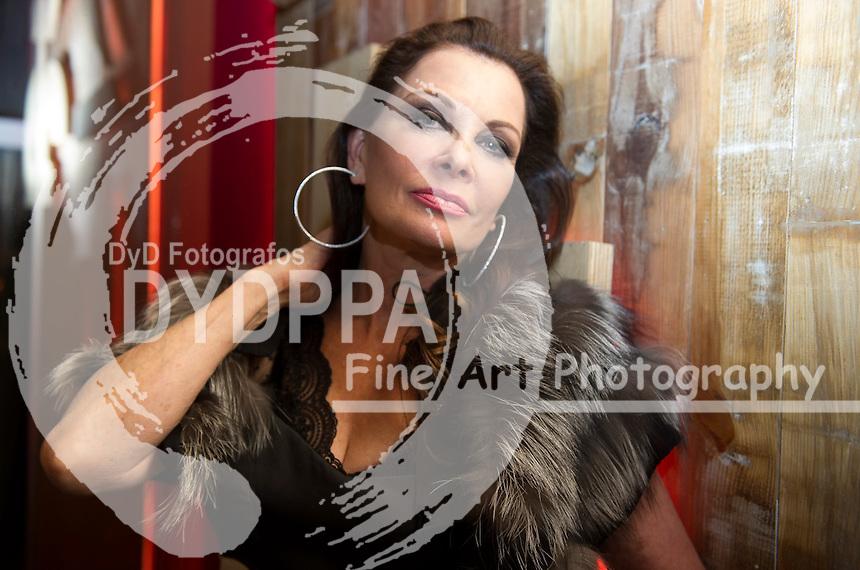 Jane Badler. ( known for her roles in V, V 2009, Cluedo, McGregor Saga, Mission: Impossible, One life to Life, Falcon Crest, The Doctors)