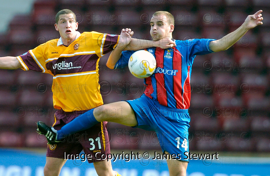 09/09/2006        Copyright Pic: James Stewart.File Name : jspa06_motherwell_v_ict.GRANT MUNROE AND CALUM ELLIOT CHALLENGE FOR THE BALL........Payments to :.James Stewart Photo Agency 19 Carronlea Drive, Falkirk. FK2 8DN      Vat Reg No. 607 6932 25.Office     : +44 (0)1324 570906     .Mobile   : +44 (0)7721 416997.Fax         : +44 (0)1324 570906.E-mail  :  jim@jspa.co.uk.If you require further information then contact Jim Stewart on any of the numbers above.........