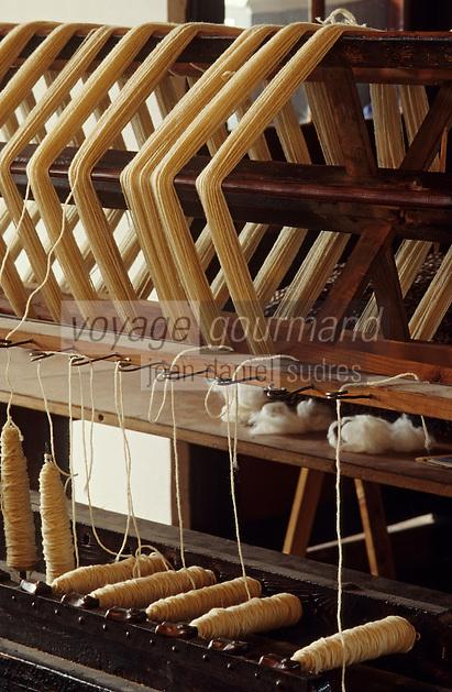 Europe/France/Midi-Pyrénées/81/Tarn/Lacaune: Filature Ramond - Bobines de fil _Transformation de la laine des moutons en fil a tricoter
