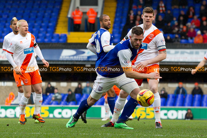 Daryl Murphy of Ipswich Town gets ahead of Gary MacKenzie of Blackpool - Ipswich Town vs Blackpool - Sky Bet Championship Football at Portman Road, Ipswich, Suffolk - 15/02/14 - MANDATORY CREDIT: Ray Lawrence/TGSPHOTO - Self billing applies where appropriate - 0845 094 6026 - contact@tgsphoto.co.uk - NO UNPAID USE