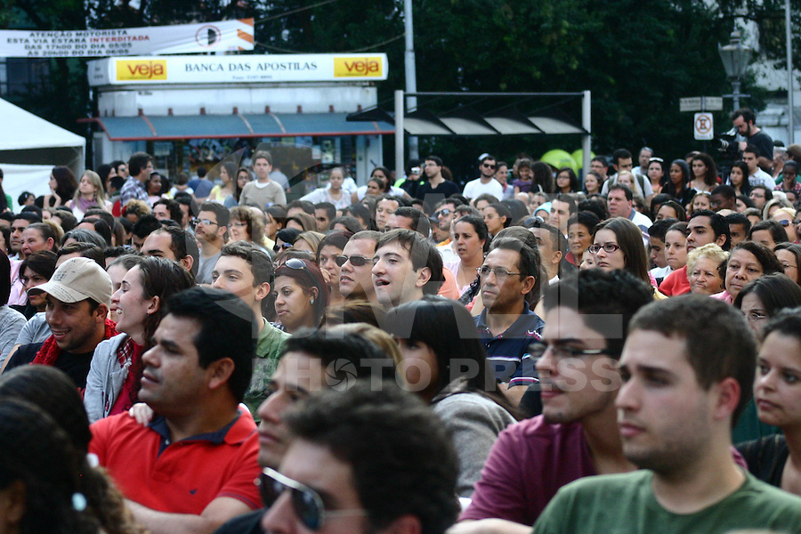 SÃO PAULO-SP- 06  DE MAIO DE 2012-VIRADA CULTURAL- R&J de Shakespeare - Juventude Interrompida,  na zona central da capital paulista. FOTO: DENIS OLIVEIRA / BRAZIL PHOTO PRESS.