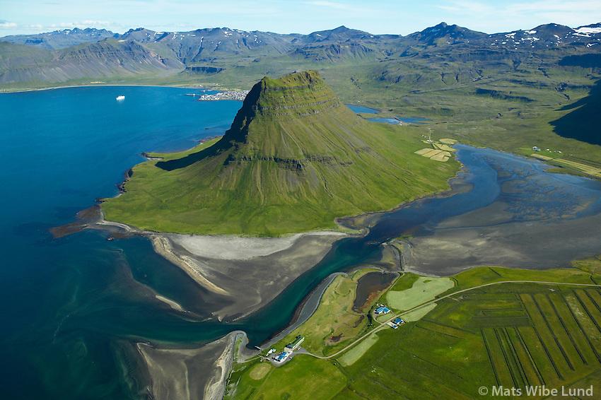 Kvíabryggja, Kirkjufell séð til suðausturs, Grundarfjörður, Eyrarsveit / Kviabryggja and mount Kirkjufell viewing southeast, Grundarfjordur, Eyrarsveit.