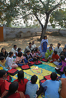 INDIA Uttar Pradesh, Meerut, village Kurali, children parliament in Bal Mitra Gram, child friendly village, an initiative of NGO BBA of Kailash Satyarthi / INDIEN  Uttar Pradesh, Meerut, Kinderparlament im Dorf Kurali, NGO BBA von Kailash Satyarthi unterstuetzt BMG Bal Mitra Gram, kinderfreundliche Doerfer