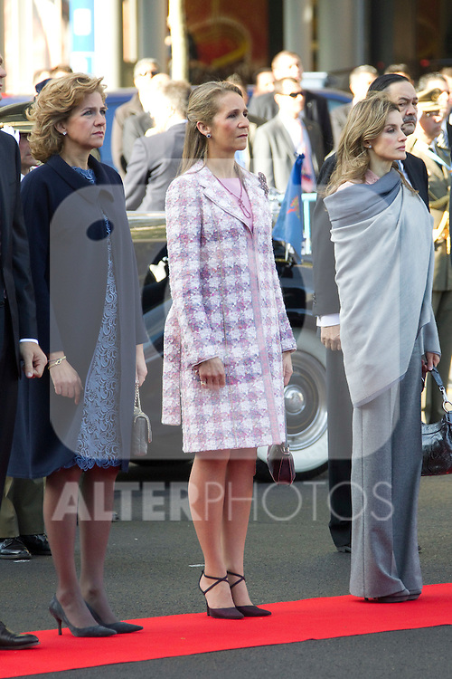 MADRID (12/10/2010).- Princess Letizia, Prince Felipe, Princess Elena, Princess Cristina and Inaki Urdangarin, King Juan Carlos and Queen Sofia attend the military parade at Spain`s National Day in Madrid. Pictured ...Photo: Cesar Cebolla / ALFAQUI