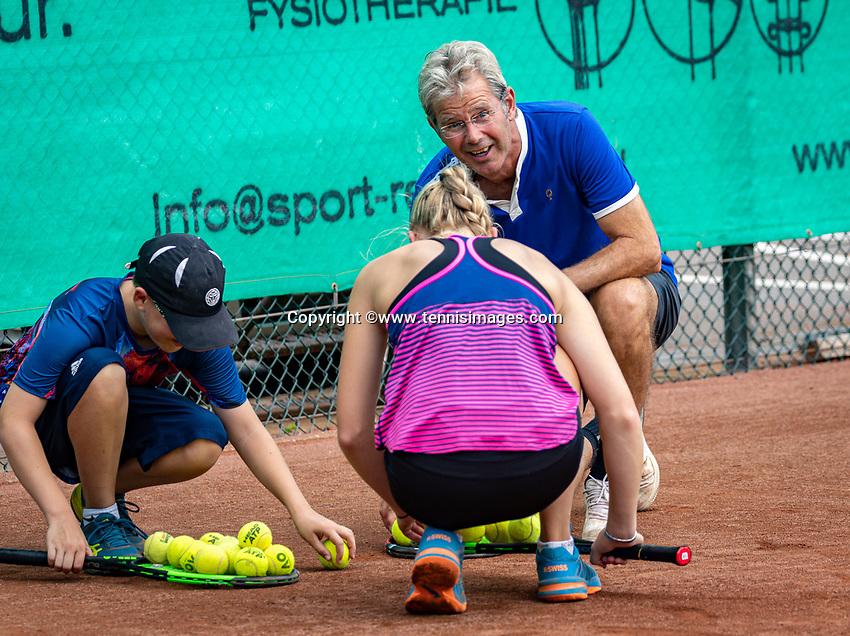 Zandvoort, Netherlands, August 6, 2019, TC Zandvoort, Coach  Hans Schmid (NED) with Melissa Boyden (NED)<br /> Photo: Tennisimages/Henk Koster