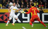 FUSSBALL   1. BUNDESLIGA   SAISON 2011/2012    15. SPIELTAG Borussia Moenchengladbach - Borussia Dortmund        03.12.2011 Raul BOBADILLA (li, Moenchenglkadbach) gegen Roman WEIDENFELLER (re, Dortmund)