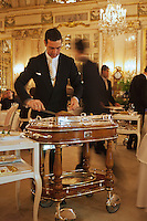 Europe/Monaco/Monte Carlo : Service au restaurant: Louis XV / Alain Ducasse à l'Hôtel de Paris [Non destiné à un usage publicitaire - Not intended for an advertising use]