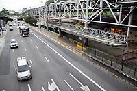 SAO PAULO, SP - 28.04.2017 - GREVE-SP - Vista do Terminal Jo&atilde;o Dias e esta&ccedil;&atilde;o Giovanni Gronchi do Metr&ocirc; na manh&atilde; desta sexta-feira (28) na zona sul de S&atilde;o Paulo. O terminal de &ocirc;nibus e esta&ccedil;&atilde;o do metro que s&atilde;o integrados, est&atilde;o fechados devido a ades&atilde;o da greve geral de transporte em todo o pa&iacute;s.<br /> <br /> (Foto: Fabricio Bomjardim / Brazil Photo Press)