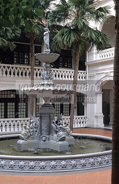 Asie/Singapour/Singapour: Raffles Hôtel - Détail du patio et de la fontaine du célèbre hôtel