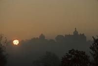 Europe/France/Limousin/19/Corrèze/Cavagnac : Soleil levant et brume