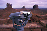 Amérique du Nord; Etats Unis; ouest; état de l'Arizona; Page; réserve Navajo; parc tribal Navajo de Monument Valley, jumelles publiques avec indication hors de service//North America; United States of America; west; Arizona State; Page; Navajo Reservation; Monument Valley Navajo Tribal Park, coin operated binocular with out of service sign