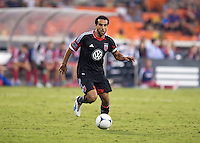 Dwayne De Rosario (7) of D.C. United looks to pass at RFK Stadium in Washington, DC.  D.C. United defeated the Chicago Fire, 4-2.
