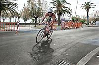 PESCARA (PE) 10/06/2012 - IRON MAN ITALY 70.3 ITALY. NELLA FOTO I PRIMI ATLETI CHE ESCONO DAL CAMBIO BICI. FOTO DI LORETO ADAMO