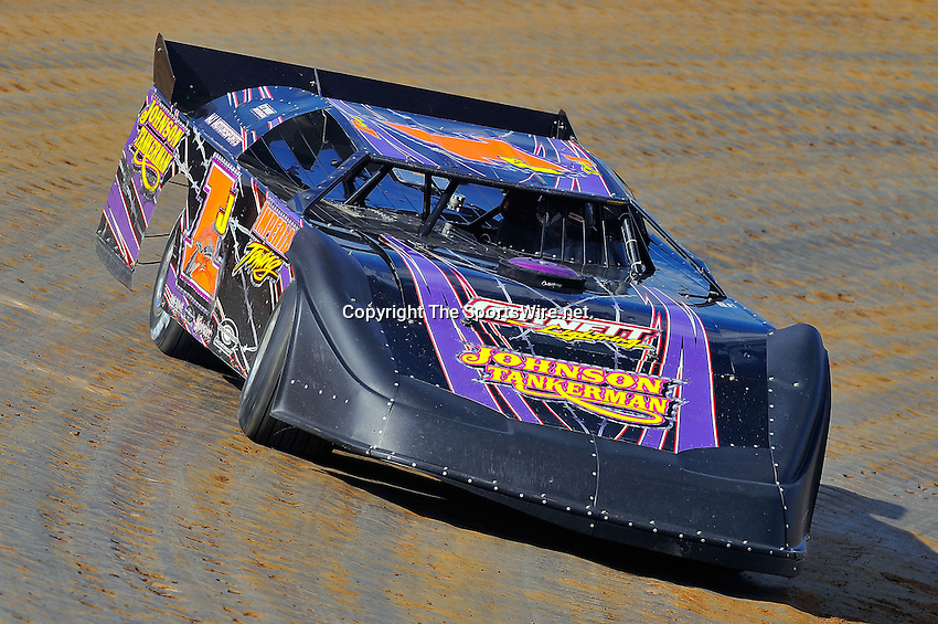 Oct 17, 2009; 1:44:52 PM; Lawrenceburg, IN., USA; The 29th Annual Dirt Track World Championship dirt late models 50,000-to-win event at the Lawrenceburg Speedway.  Mandatory Credit: (thesportswire.net)