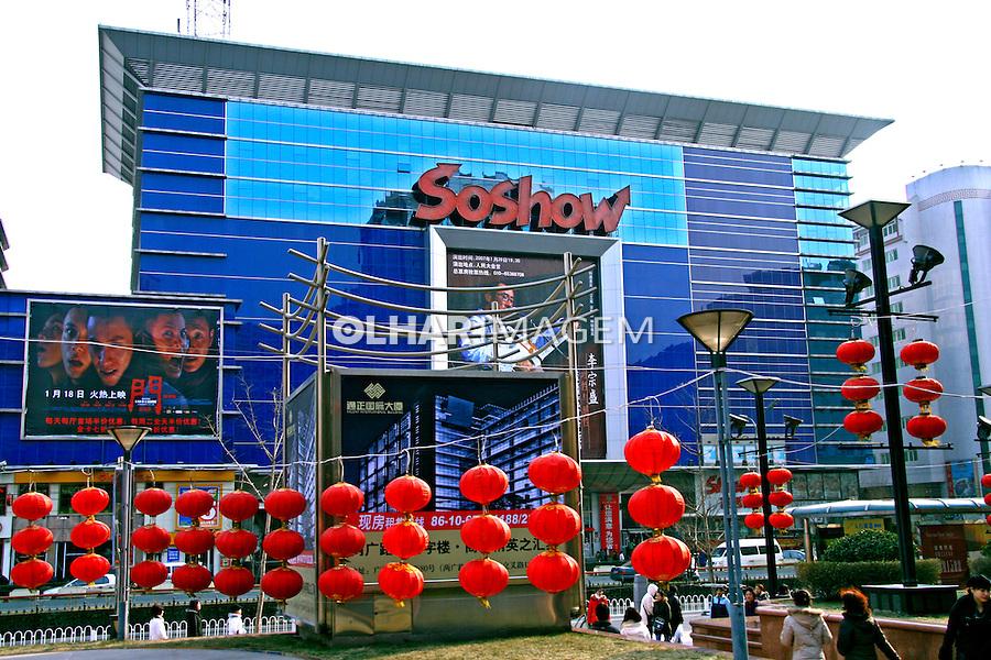Fachada de casa de espetáculos na cidade de Pequim. China. 2007. Foto de Flávio Bacellar.