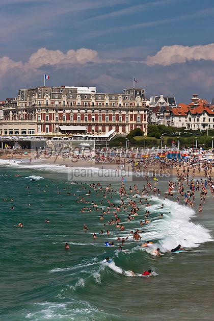 Europe/France/Aquitaine/64/Pyrénées-Atlantiques/Pays-Basque/Biarritz: La Grande Plage  et l' Hôtel du Palais  ou  Villa Eugénie