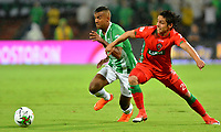 MEDELLÍN-COLOMBIA, 18-04-2019: Christian Mafla de Atlético Nacional y Daniel Mantilla de Patriotas Boyacá disputan el balón, durante partido de la fecha 16 entre Atlético Nacional y Patriotas Boyacá, por la Liga Águila I 2019, jugado en el estadio Atanasio Gigardot de la ciudad de Medellín. / Christian Mafla of Atletico Nacional and Daniel Mantilla of Patriotas Boyacá vies for the ball, during a match of the 16th date between Atletico Nacional and Patriotas Boyacá, for the Aguila Leguaje I 2019 played at the Atanasio Girardot Stadium in Medellin city. / Photo: VizzorImage / León Monsalve / Cont.