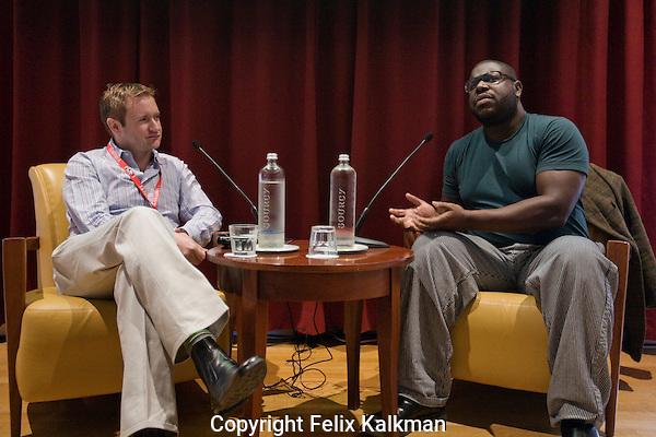 Utrecht, 25 september 2009.Nederlands Film Festival 2009.HFM.Binger-Screen International Interview.Steve McQueen (right) in conversation with US editor Mike Goodridge..Foto Felix Kalkman..