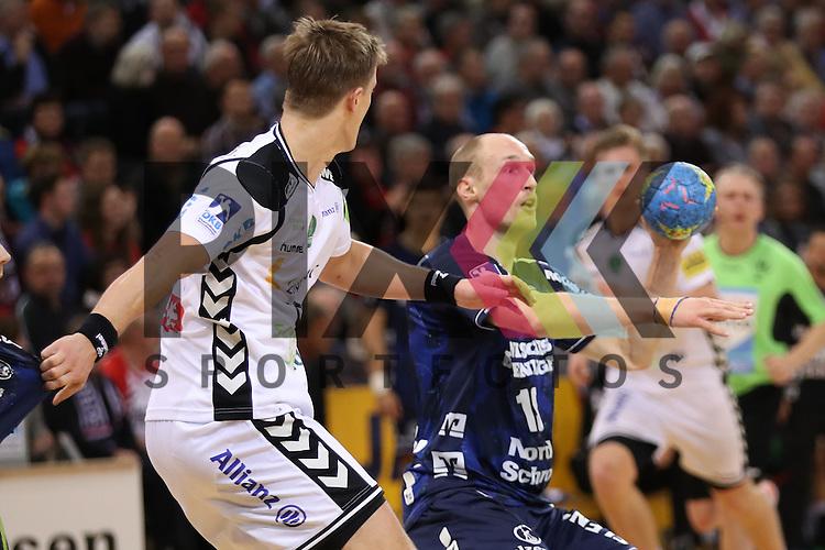Johan Jakobsson (SG Flensburg-Handewitt, #19), Franz Semper (SC DHfK Leipzig, #03) beim Spiel SG Flensburg-Handewitt - DHfK Leipzig.<br /> <br /> Foto &copy; PIX-Sportfotos *** Foto ist honorarpflichtig! *** Auf Anfrage in hoeherer Qualitaet/Aufloesung. Belegexemplar erbeten. Veroeffentlichung ausschliesslich fuer journalistisch-publizistische Zwecke. For editorial use only.