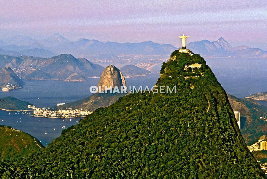 Morro do Corcovado e Cristo Redentor. Rio de Janeiro. 1999. Foto de Ricardo Azoury.