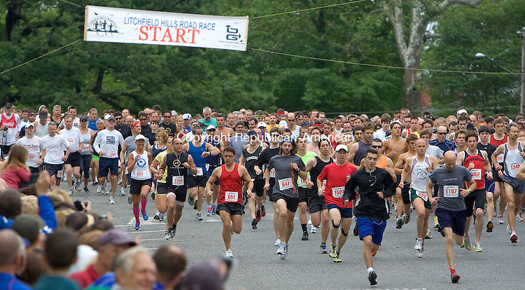 LITCHFIELD, CT. 12 June 2011-061211SV01--Runners take off at the start of the 35th annual Litchfield Hills Road Race in Litchfield Sunday.<br /> Steven Valenti Republican-American