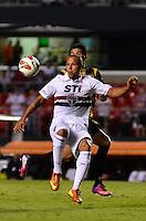 SÃO PAULO, SP, 28 DE FEVEREIRO DE 2013 - TAÇA LIBERTADORES DA AMÉRICA - SÃO PAULO x THE STRONGEST: Luis Fabiano (c) durante partida São Paulo x The Strongest, válida pela 2ª rodada do grupo 3 da Taça Libertadores da América de 2013, disputada no estádio do Morumbi em São Paulo. FOTO: LEVI BIANCO - BRAZIL PHOTO PRESS