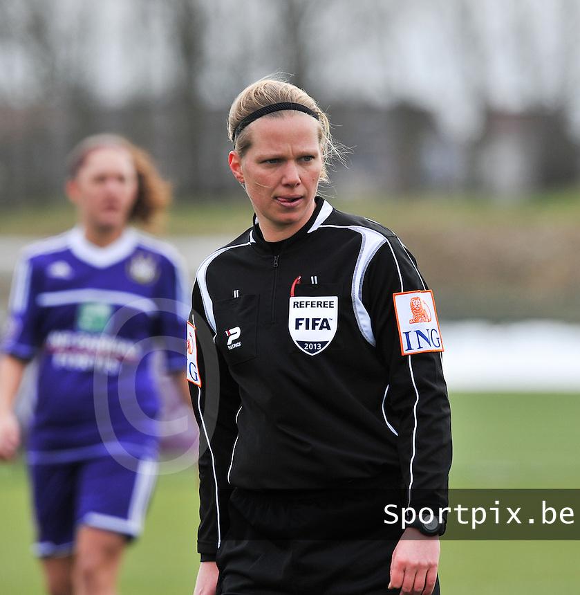 RSC Anderlecht Dames - PSV / FC Eindhoven : scheidsrechter Leen Martens.foto David Catry / Vrouwenteam.be