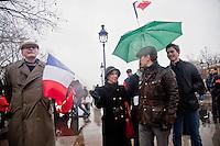 manifestanti alla manifestazione anti Hollande, destra francese, abbigliamento retro