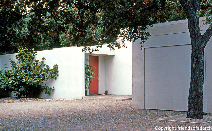 Richard Neutra: Tremaine House, 1636 Moore, Montecito, 1948. Entrance and garage. Photo '82.