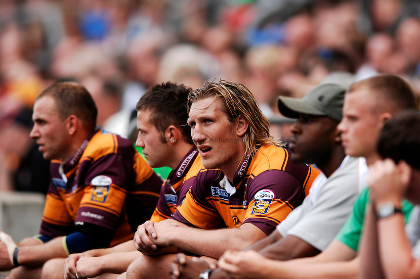 Photo: Richard Lane..Huddersfield Giants v St Helens. Powergen Challenge Cup Final. 26/08/2006. .Giants' Erol Crabtree sits on the bench.
