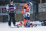 Bolln&auml;s 2014-01-17 Bandy  Bolln&auml;s GIF - Villa Lidk&ouml;ping BK :  <br />  Bolln&auml;s Johan Berglund ligger p&aring; isen och har ont efter en kollision med Bolln&auml;s m&aring;lvakt Niklas Prytz <br /> (Foto: Kenta J&ouml;nsson) Nyckelord:  skada skadan ont sm&auml;rta injury pain