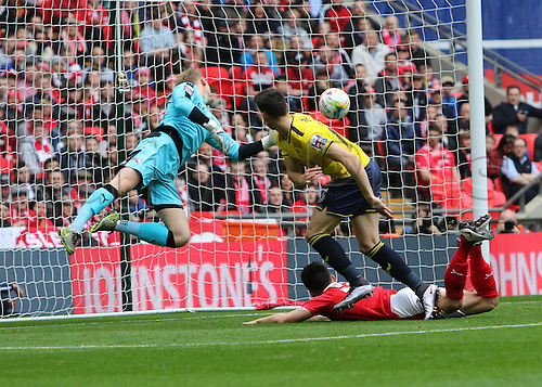 03.04.2016. Wembley Stadium,  London, England. Johnstones Paint Trophy Football Final Barnsley versus  Oxford Utd. Oxford's Callum O'Dowda heads the ball down and beats Barnsleys Adam Davies to score for 0-1 in the 29th minute