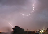 BOGOTA -COLOMBIA , 2- OCTUBRE-2017.Fuerte invierno y relámpagos en el occidente de la capital. / lightning in the west of the capital. Photo: VizzorImage / Felipe Caicedo / Staff