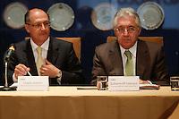 ATEN&Ccedil;&Atilde;O EDITOR: FOTO EMBARGADA PARA VE&Iacute;CULOS INTERNACIONAIS. SAO PAULO, 05 DE SETEMBRO DE 2012. SEMINARIO COOPERACAO SAO PAULO PORTUGAL. O governador de Sao Paulo, Geraldo Alckmin e o vice governador Guilherme Afif <br /> durante o Semin&aacute;rio de Coopera&ccedil;&atilde;o S&atilde;o Paulo - Portugal em Infraestrutura Urbana que aconteceu na tarde desta quarta feira no Palacio dos Bandeirantes na zona sul de S&atilde;o Paulo.<br /> FOTO ADRIANA SPACA / BRAZIL PHOTO PRESS