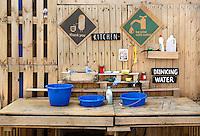 Van 1 juni tot 1 september 2015 bivakkeert UrbanCampsite Amsterdam op  het Centrumeiland op IJburg.  Urban Campsite is een reizende camping waar kamperen en kunst samenkomen. Op Urban Campsite Amsterdam kun je overnachten in artistieke, bijzondere  mobiele objecten. Keuken gemaakt van pallets