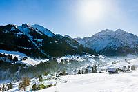 Austria, Vorarlberg, Kleinwalsertal, Hirschegg: ski run and Allgaeu Alps with summits Elferkopf and Zwoelferkopf | Oesterreich, Vorarlberg, Kleinwalsertal, Hirschegg: Skipiste oberhalb des Ortszentrums vor den Allgaeuer Alpen mit Elferkopf und Zwoelferkopf